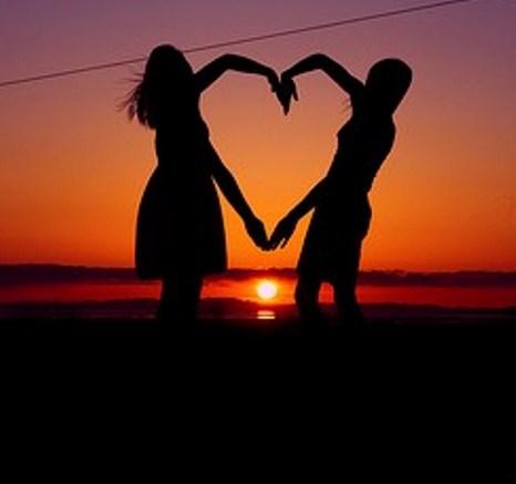 art-hand-heart-couple